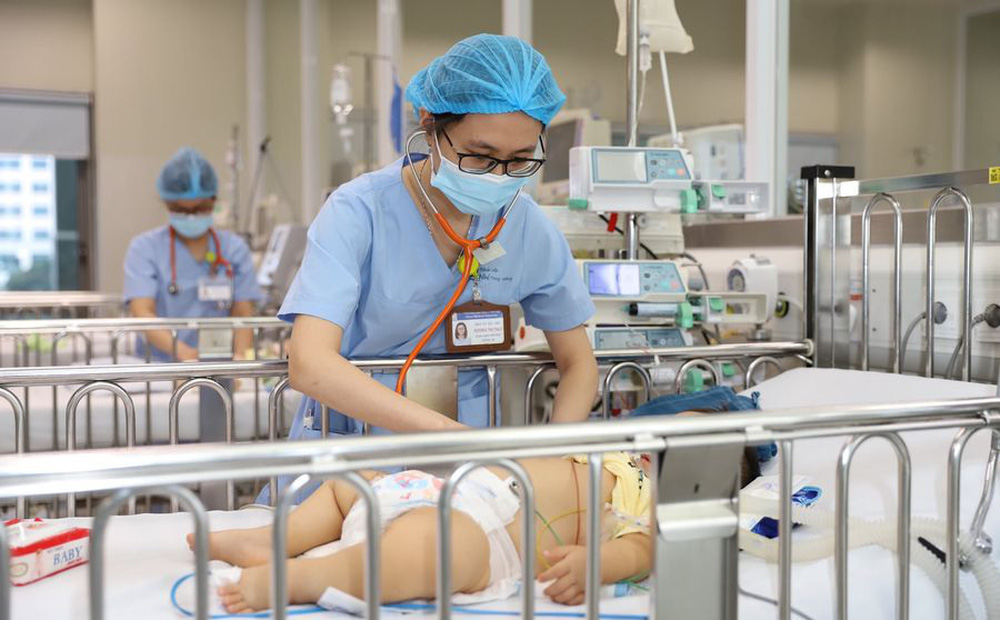 Bé 18 tháng tuổi suy đa tạng chỉ vì một chiếc mụn sau gáy: Bác sĩ khuyên đừng vì Covid-19 mà ngại đi khám