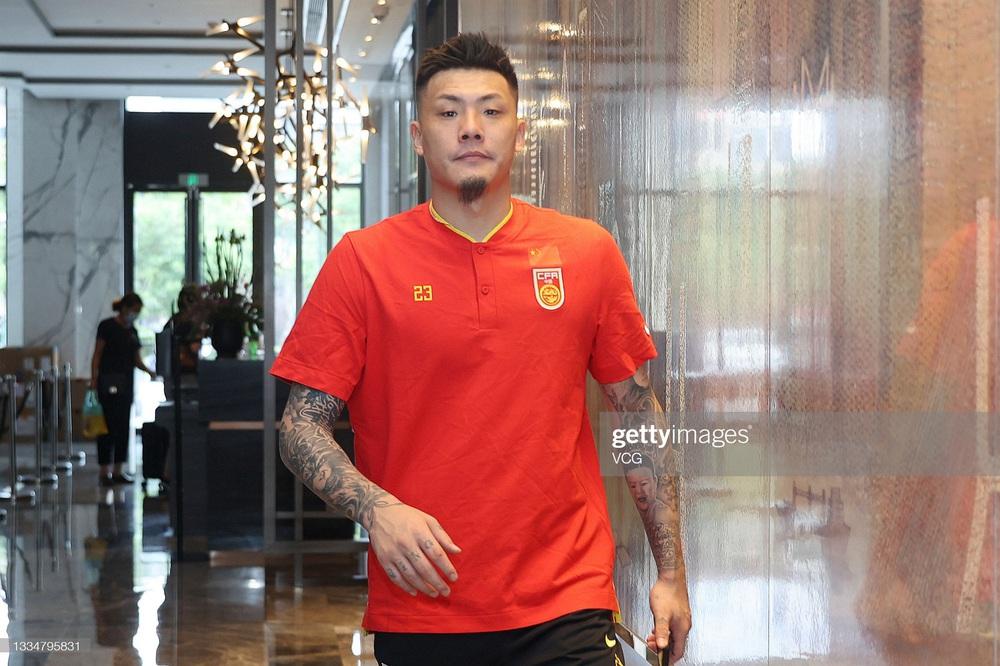 Trước trận gặp Việt Nam, sao tuyển Trung Quốc liên tục than trời vì căng thẳng - Ảnh 1.