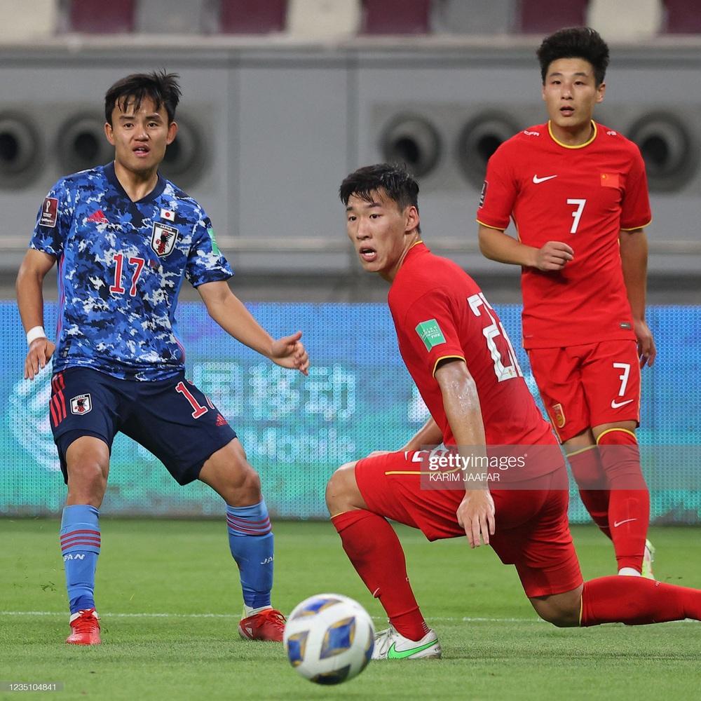 Trước trận gặp Việt Nam, sao tuyển Trung Quốc liên tục than trời vì căng thẳng - Ảnh 3.
