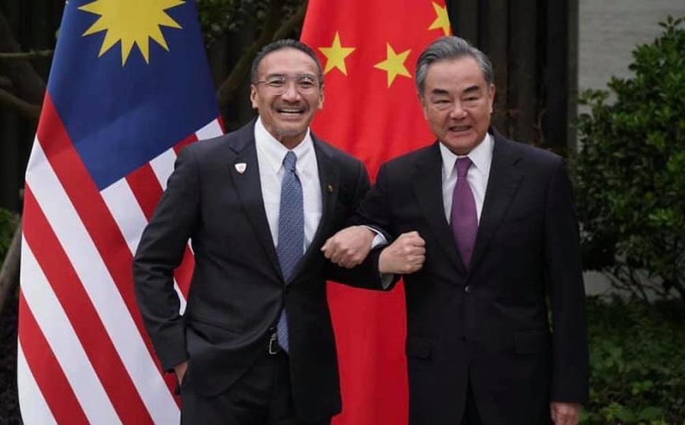 """Hành xử """"lạ"""" của Bộ trưởng QP Malaysia: Xin ý kiến Trung Quốc về một việc tối quan trọng"""