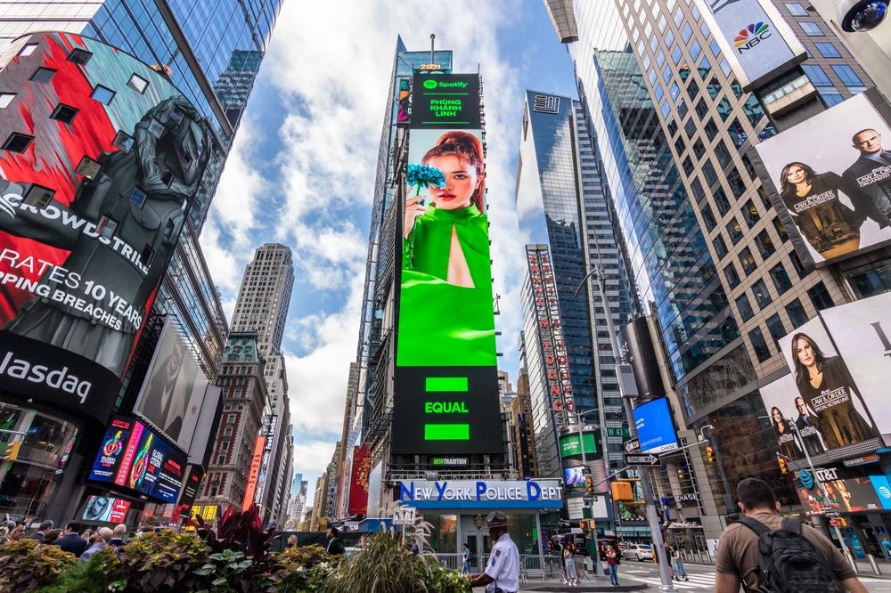 Hình ảnh Phùng Khánh Linh được quảng bá ở Mỹ - Ảnh 3.