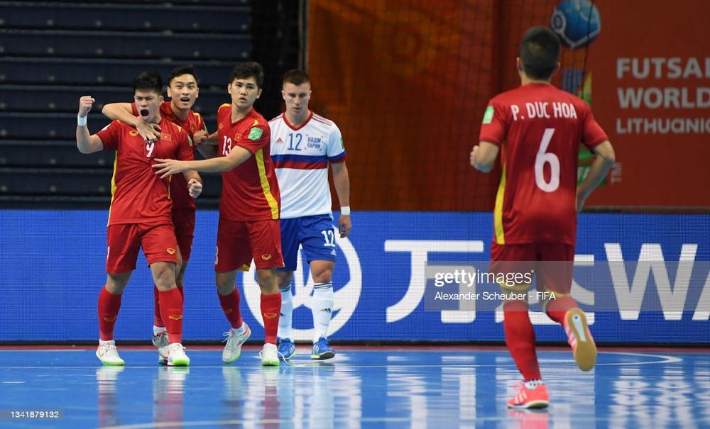Tuyển Việt Nam tiến bộ cực kỳ nhanh, đấu với Nga ở World Cup mà chơi tự tin vô cùng - Ảnh 2.