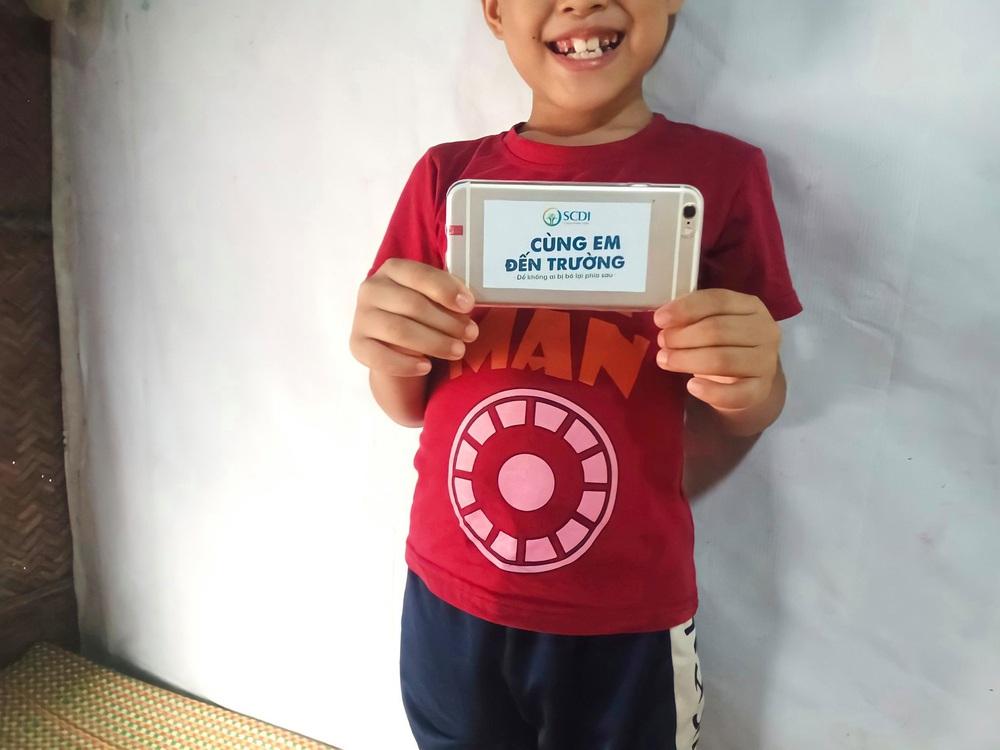 Cậu bé ở nhà nổi ven sông được bạn tặng iPhone học online, lá thư cảm ơn khiến nhiều người xúc động  - Ảnh 3.