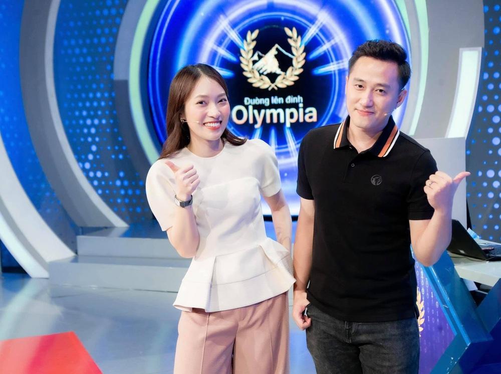 Thành tích khủng của Khánh Vy: Hot girl 7 thứ tiếng dẫn Đường lên đỉnh Olympia thay Diệp Chi - Ảnh 1.