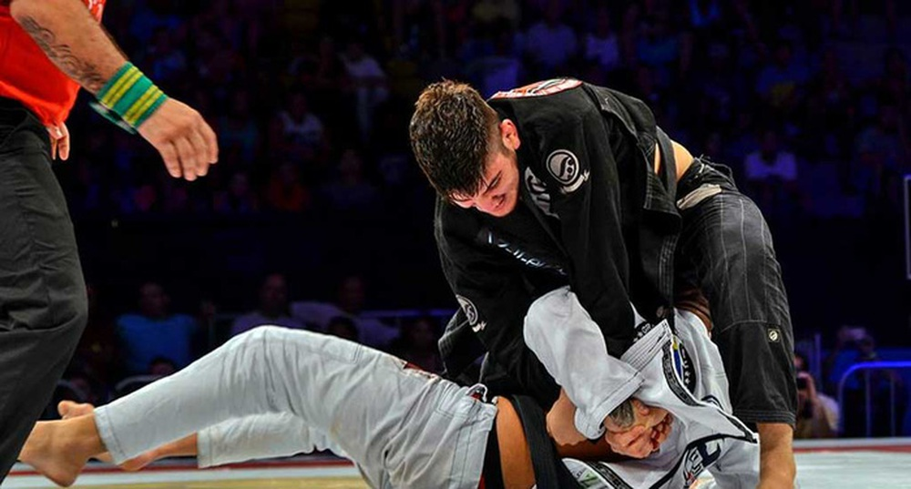 Sốc: Nhà cựu vô địch thế giới Jiujitsu Dillon Danis bị siết cổ - Ảnh 2.