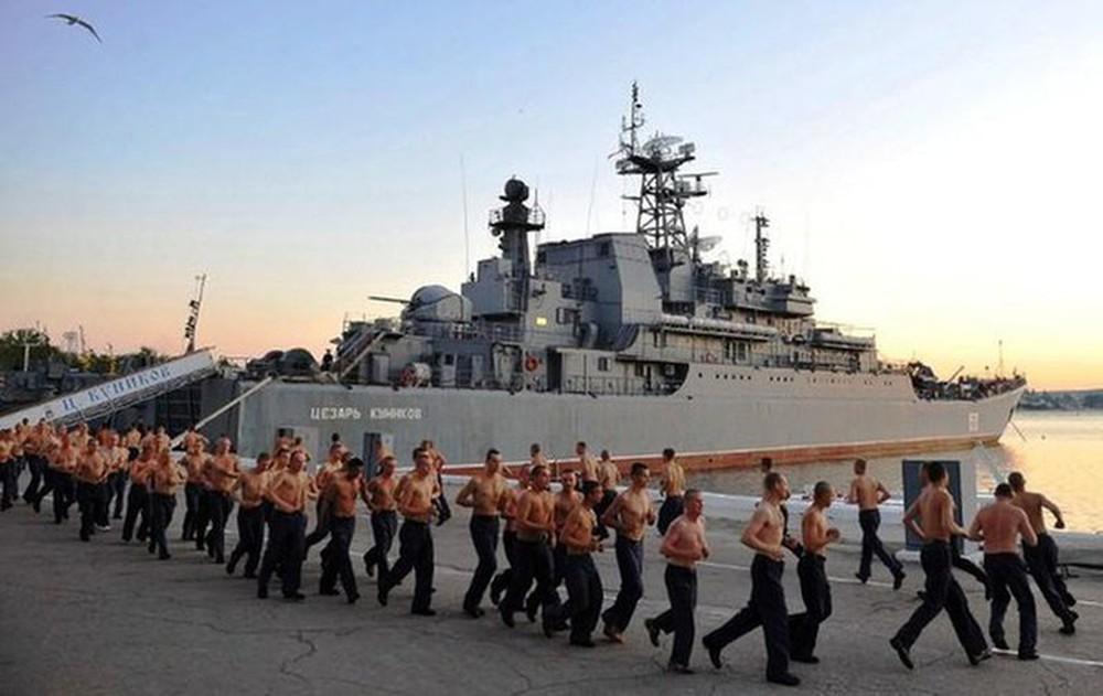 Tương quan sức mạnh Hạm đội Biển Đen của Nga và Hạm đội 6 của Mỹ - Ảnh 2.