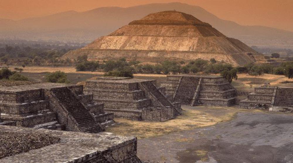 Phát hiện đỉnh kim tự tháp 33.000 năm tuổi phát ra sóng bí ẩn gửi vào không gian: Người ngoài hành tinh đang giao tiếp với nhau? - Ảnh 1.