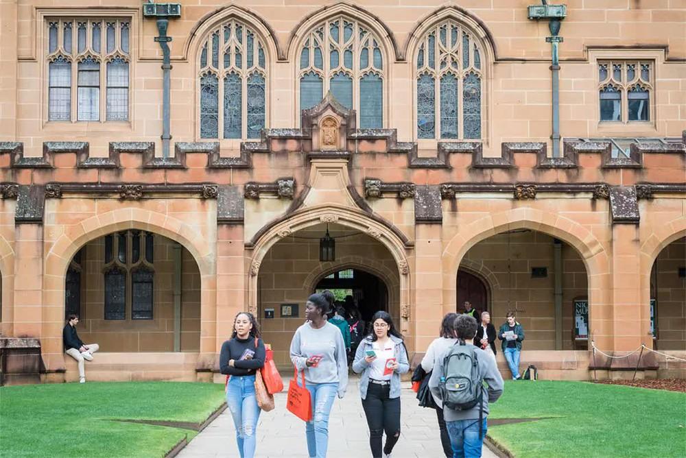 Australia đón sinh viên quốc tế trở lại học, vì sao người tiêm vaccine Trung Quốc bị loại? - Ảnh 1.