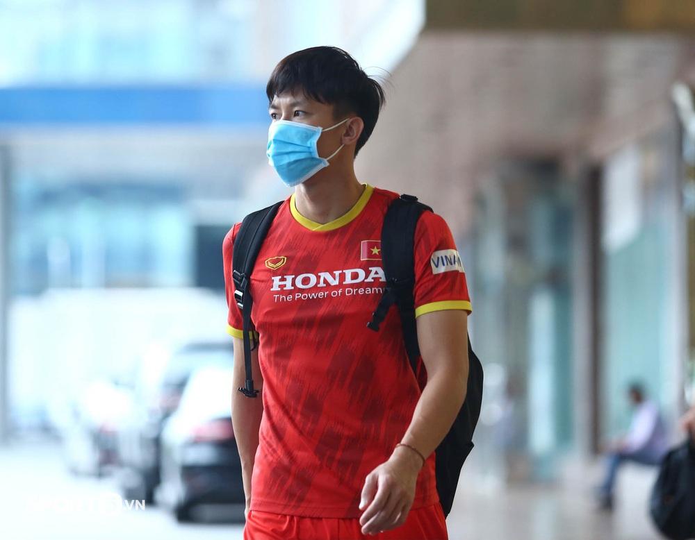 Công Phượng khoe tóc mới, trợ lý Lee Young-jin cho Tấn Tài xem bí mật từ chiếc điện thoại - Ảnh 11.