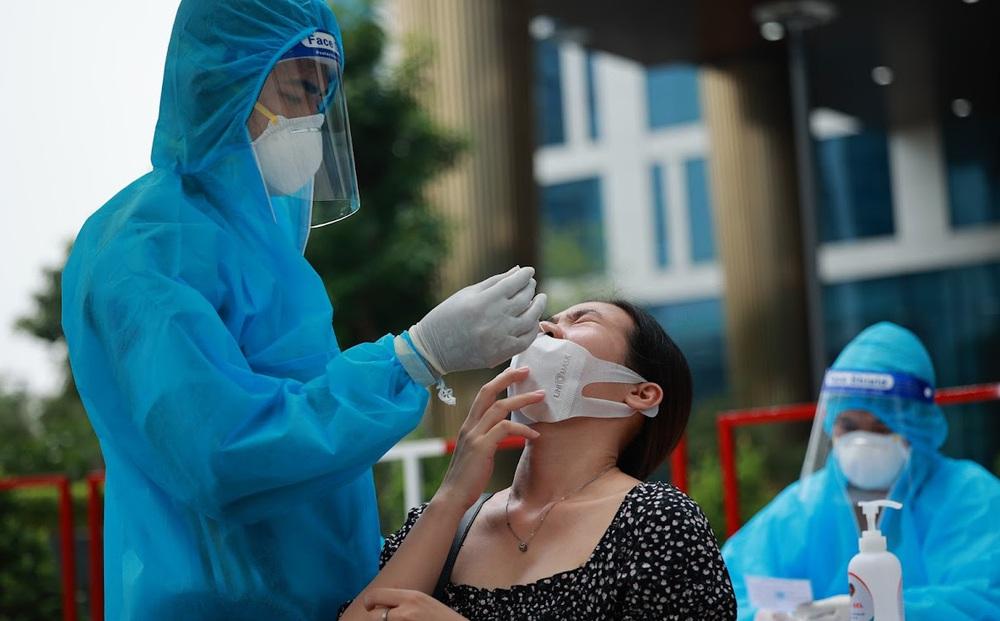 """Thời điểm chưa """"sạch virus"""" nhưng F0 không còn khả năng lây: Dù có xét nghiệm dương tính vẫn đề xuất cho xuất viện, ngưng cách ly"""