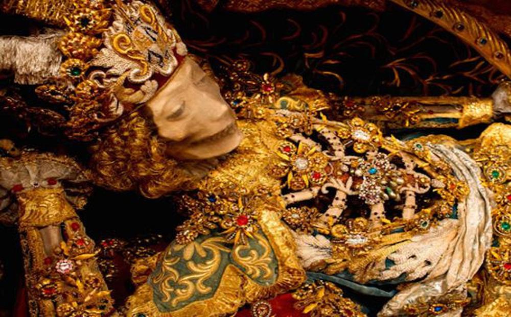 'Hài cốt đắt giá bậc nhất thế giới' được tìm thấy trong ngôi mộ mê cung: Vàng bạc, châu báu đếm không xuể