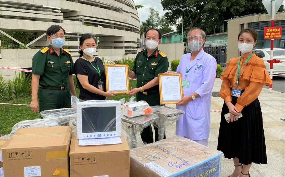 Nhiều thiết bị y tế và khẩu trang gửi tới 7 bệnh viện, cơ sở cách ly để hỗ trợ chống dịch