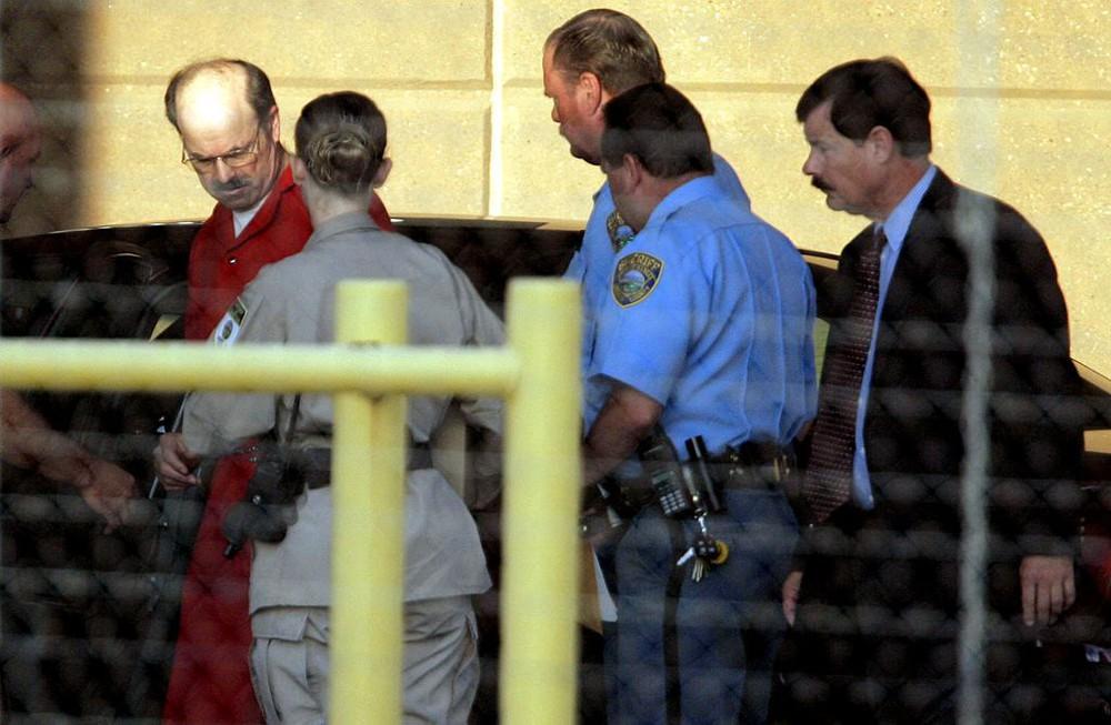Kẻ giết người hàng loạt kì dị: Mắc cùng lúc 7 kiểu rối loạn hành vi tình dục sau vỏ bọc viên chức mẫu mực - Ảnh 7.
