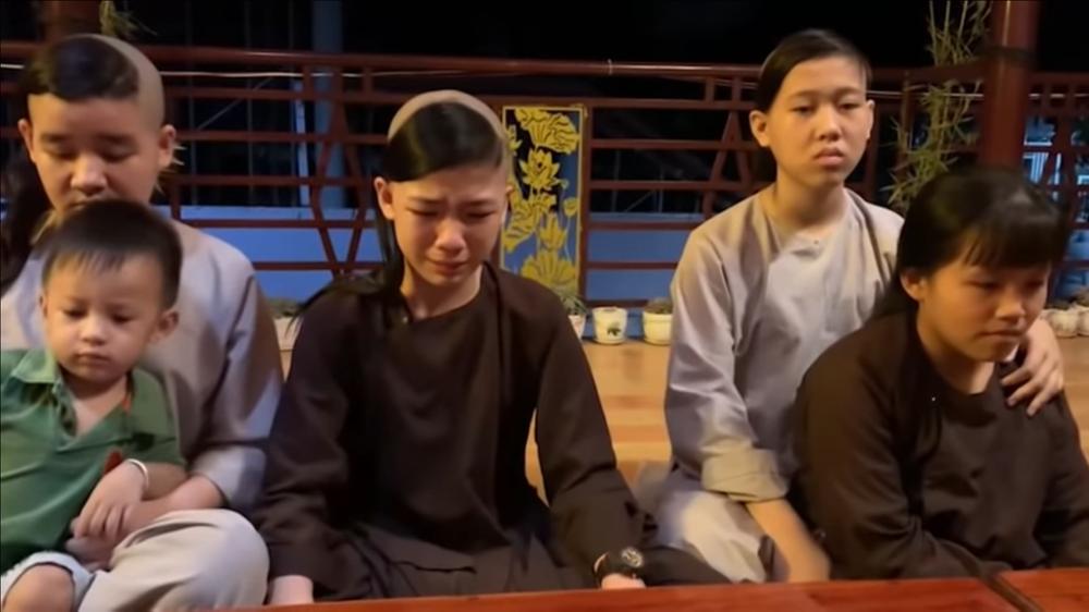 Trizzie Phương Trinh: Bác sĩ nói với con gái Phi Nhung rằng gia đình nên chuẩn bị tinh thần - Ảnh 4.