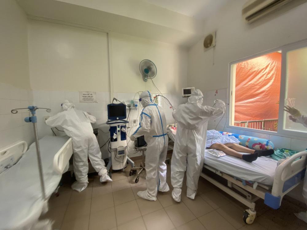 Xúc động câu chuyện bệnh nhân COVID-19 xin được ở lại bệnh viện: Tôi chỉ về nếu đi cùng bố tôi - Ảnh 2.