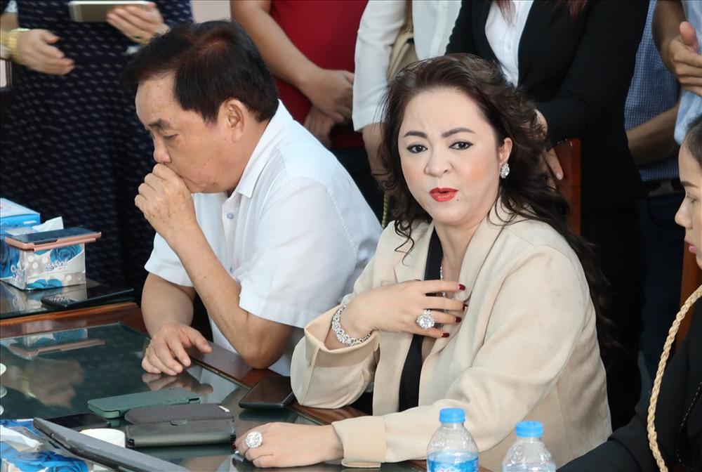 Vụ bà Nguyễn Phương Hằng tố cáo ông Võ Hoàng Yên: Luật sư nói cần làm rõ dấu hiệu vi phạm của người thân ông Yên - Ảnh 2.