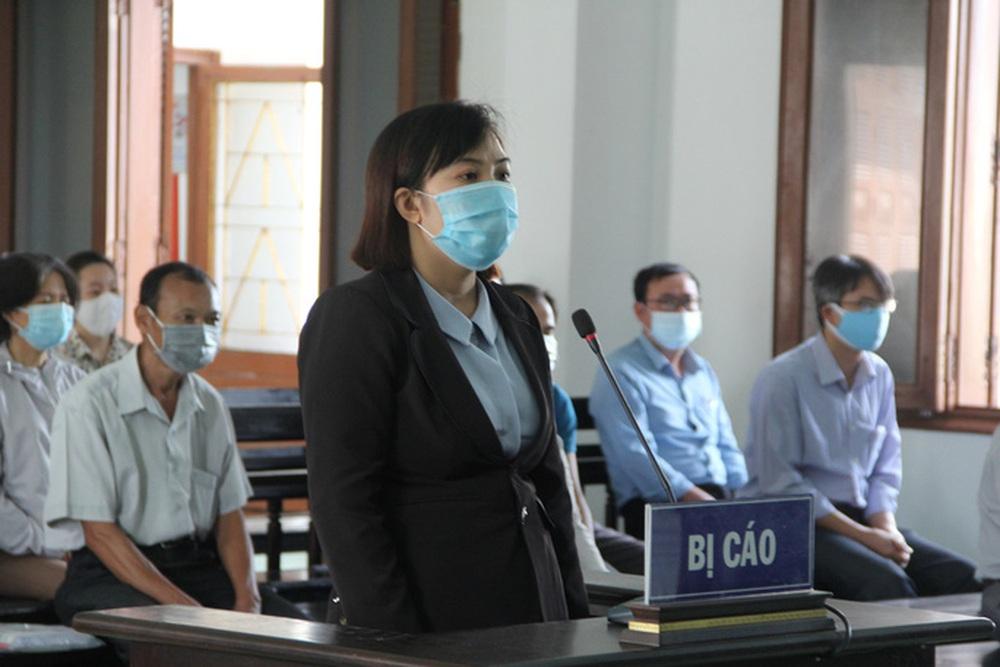 Xét xử vụ lộ đề thi công chức ở tỉnh Phú Yên: Nhiều nguyên cán bộ sở, ngành hầu tòa - Ảnh 2.