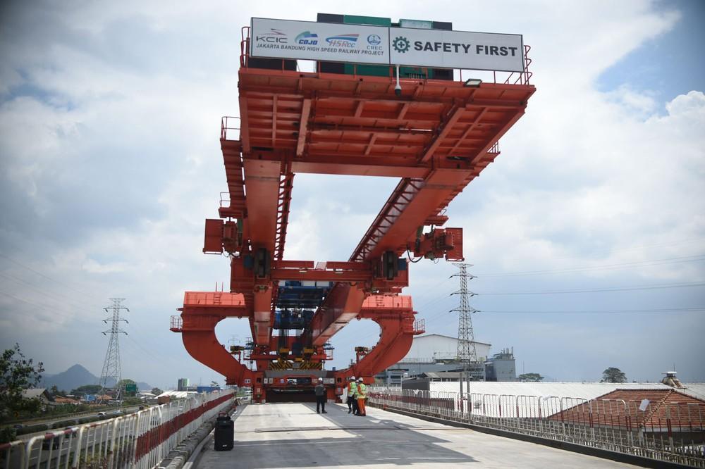 Tiền đâu mà xây đường sắt cao tốc nữa đây?: Nước châu Á làm Nhật buồn lòng vì cái bắt tay trong bóng tối với TQ - Ảnh 3.