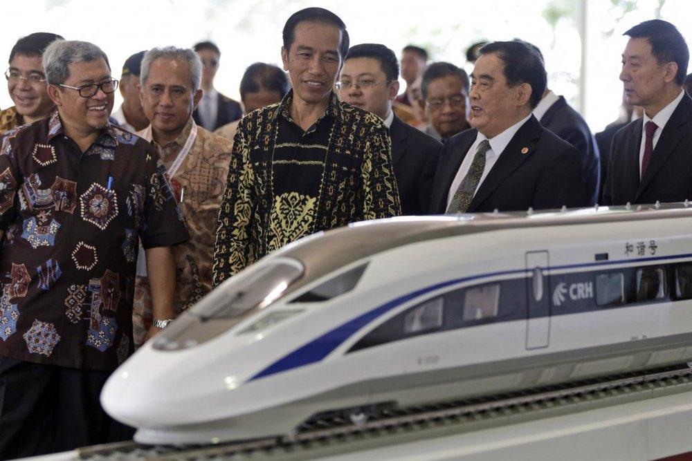 Tiền đâu mà xây đường sắt cao tốc nữa đây?: Nước châu Á làm Nhật buồn lòng vì cái bắt tay trong bóng tối với TQ - Ảnh 2.
