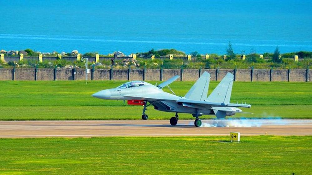 Trung Quốc sắp ra mắt máy bay tác chiến điện tử có thể áp chế hệ thống phòng không của đối phương - Ảnh 1.