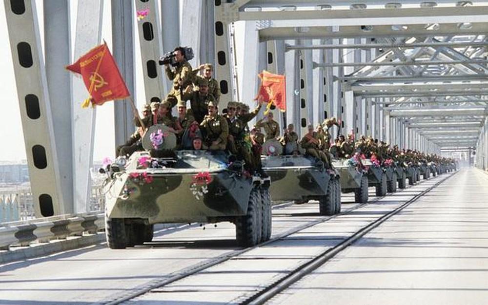 Đại tá Nguyễn Thụy Anh: Mỹ đổ máu tháo chạy hoảng loạn - LHQ họp khẩn, mây đen trùm Afghanistan - Ảnh 3.