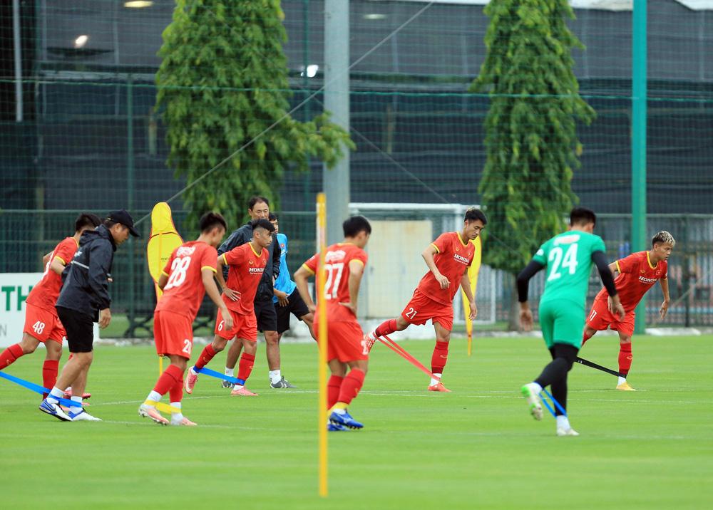 Cầu thủ U22 Việt Nam nỗ lực cạnh tranh suất tham dự vòng loại U23 châu Á 2022 - Ảnh 4.