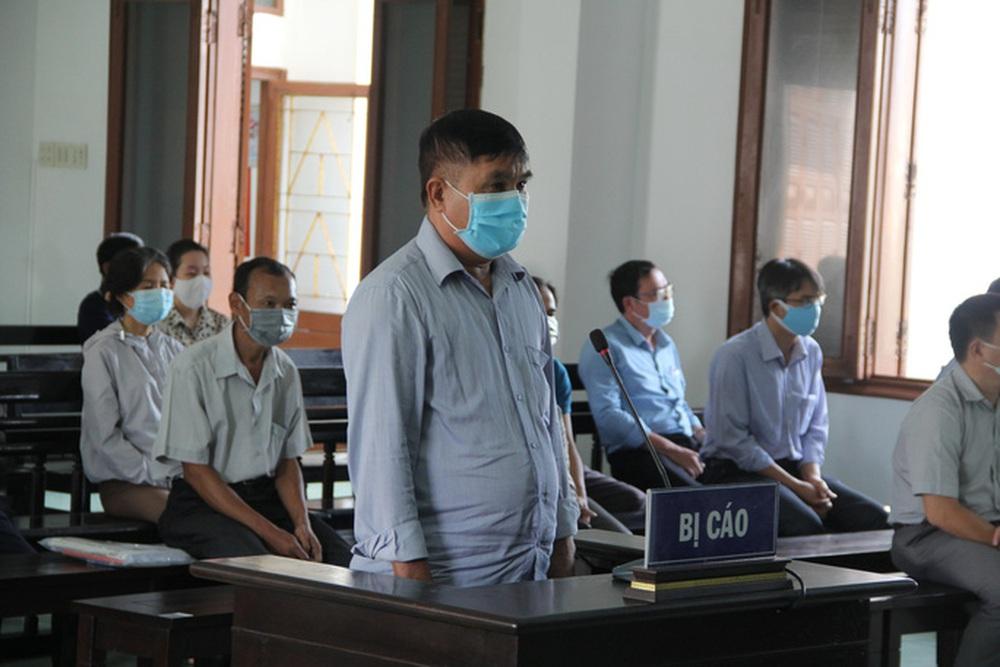 Xét xử vụ lộ đề thi công chức ở tỉnh Phú Yên: Nhiều nguyên cán bộ sở, ngành hầu tòa - Ảnh 4.