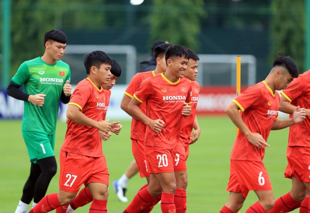 Cầu thủ U22 Việt Nam nỗ lực cạnh tranh suất tham dự vòng loại U23 châu Á 2022 - Ảnh 6.
