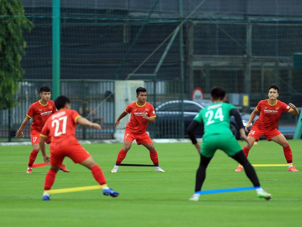 Cầu thủ U22 Việt Nam nỗ lực cạnh tranh suất tham dự vòng loại U23 châu Á 2022 - Ảnh 8.