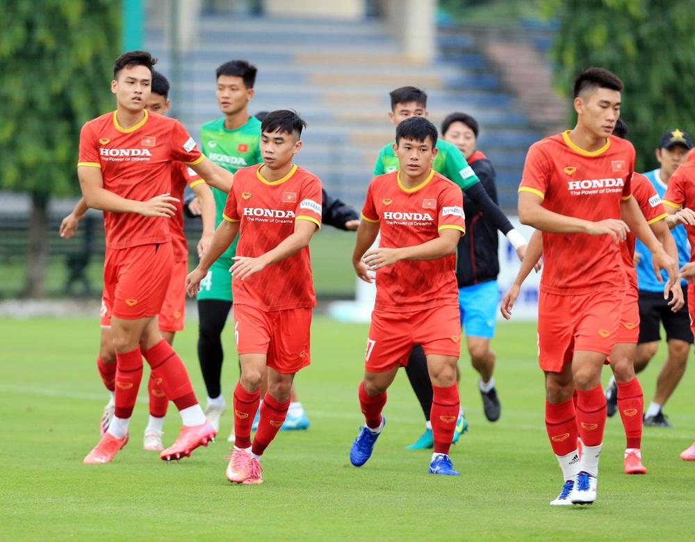 Cầu thủ U22 Việt Nam nỗ lực cạnh tranh suất tham dự vòng loại U23 châu Á 2022 - Ảnh 9.