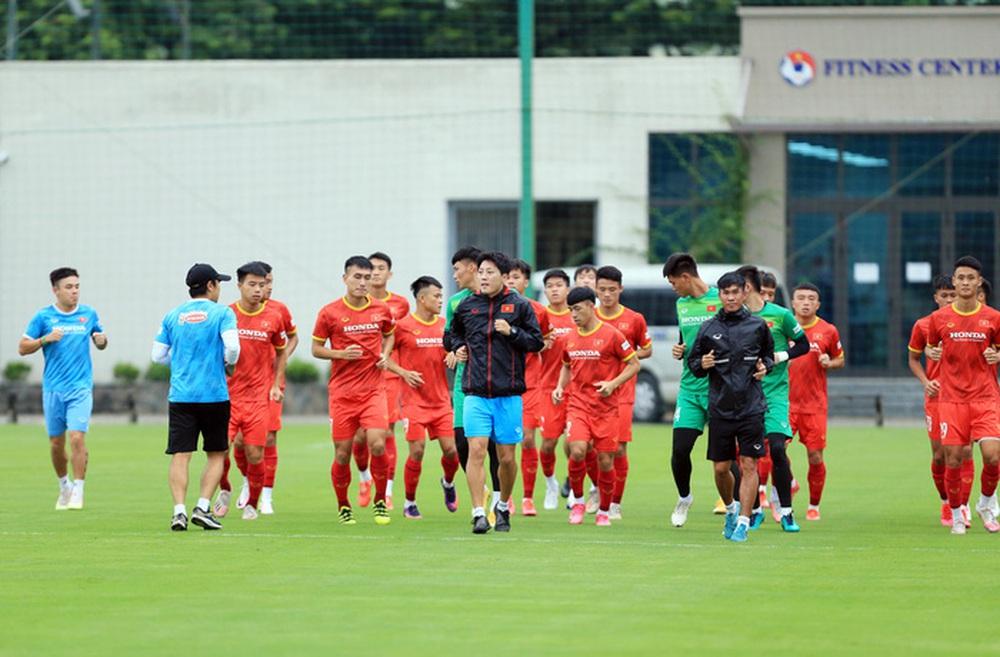 Cầu thủ U22 Việt Nam nỗ lực cạnh tranh suất tham dự vòng loại U23 châu Á 2022 - Ảnh 11.