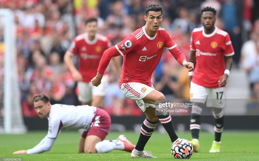 Kết quả Premier League: Man United thua đau Aston Villa, Man City đánh bại Chelsea