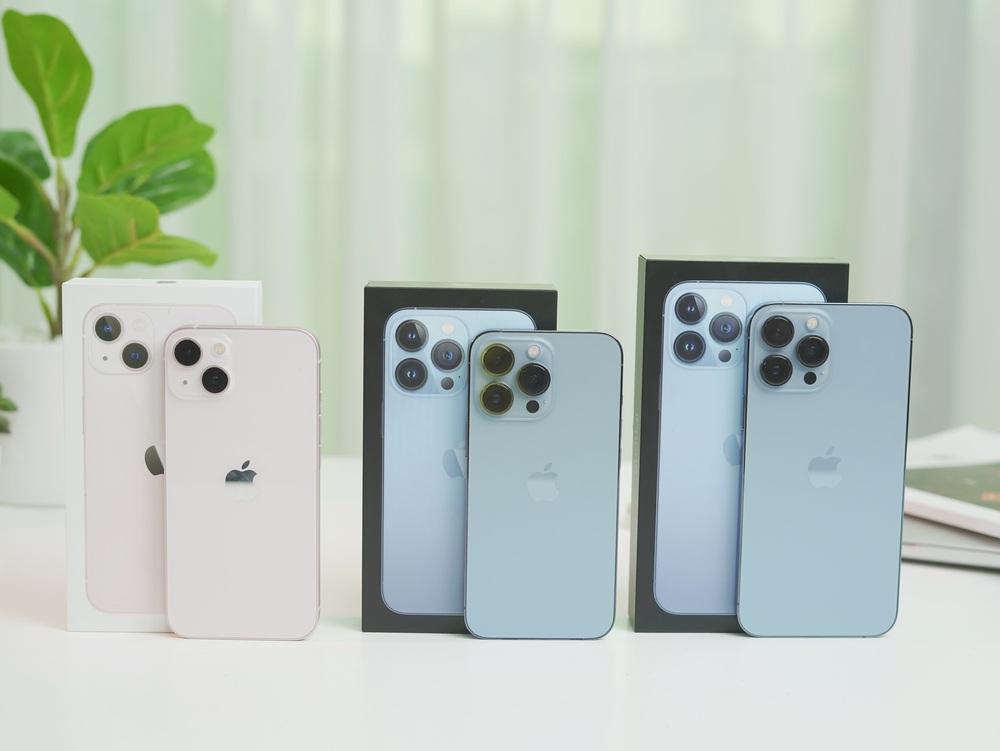 Ngắm iPhone 13 đầu tiên về Việt Nam: chỉ có hai từ xuất sắc - Ảnh 1.