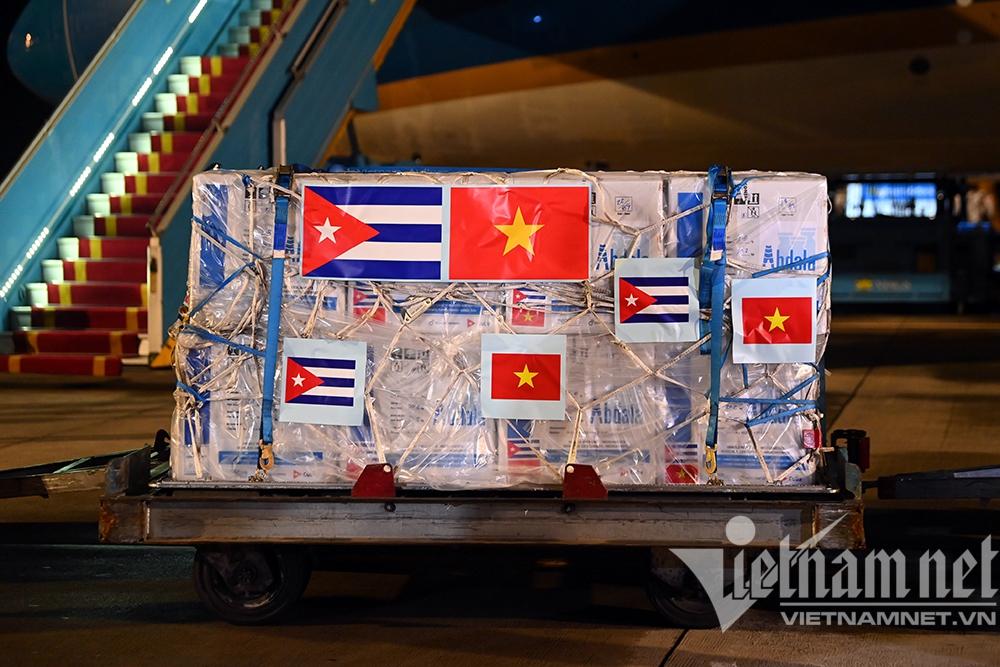 Chuyên cơ của Chủ tịch nước đã về đến Hà Nội, chở theo hơn 1 triệu liều vắc xin Abdala - Ảnh 2.