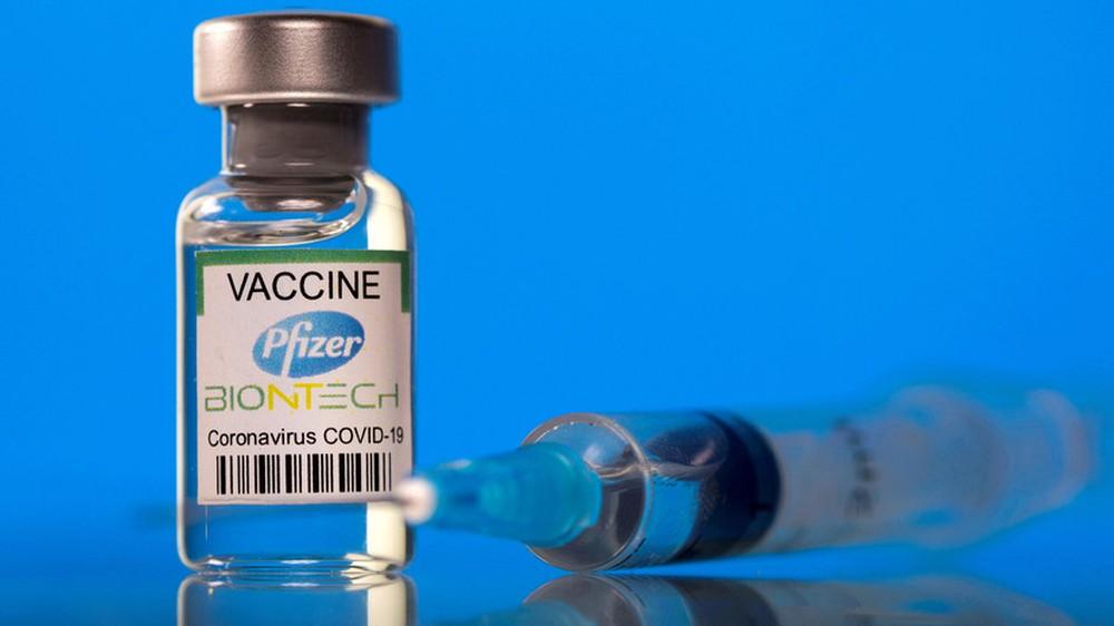 Pfizer tiết lộ sốc về hiệu quả của vắc xin Covid-19 - Ảnh 1.
