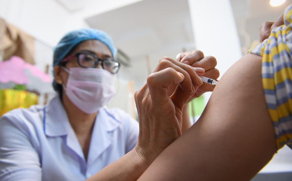 Bộ Y tế khẳng định vắc xin Covid-19 được tiêm miễn phí, cần tiếp tục chấn chỉnh tình trạng thu phí trục lợi