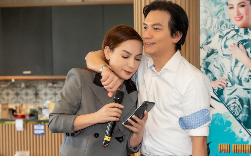 """""""Anh Mạnh Quỳnh bảo đáng lẽ hôm nay hát với Phi Nhung, anh buồn lắm, muốn khóc"""""""