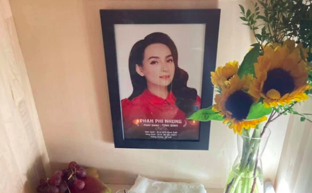 Em ruột Phi Nhung lập bàn thờ và chịu tang ở Mỹ: Cắt khăn tang cho chị mà như cắt từng đoạn gan em