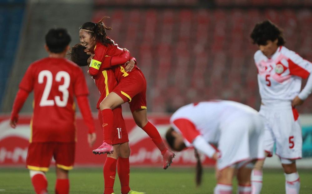 HẾT GIỜ Việt Nam 7-0 Tajikistan: Tajikistan bất lực, co cụm phòng thủ vẫn liên tiếp thủng lưới