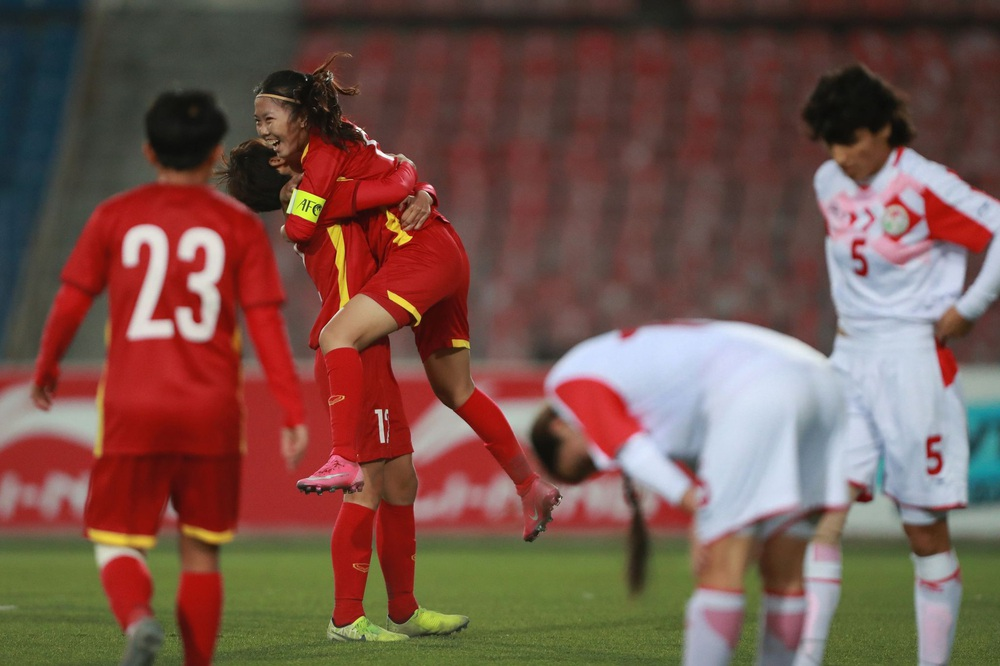 Việt Nam trút cơn mưa bàn thắng vào lưới chủ nhà, hiên ngang giành vé dự VCK giải châu Á - Ảnh 1.