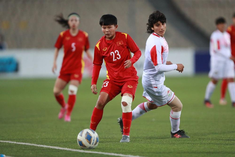 Việt Nam trút cơn mưa bàn thắng vào lưới chủ nhà, hiên ngang giành vé dự VCK giải châu Á - Ảnh 2.