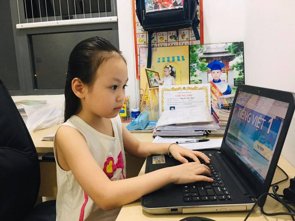 PGS.TS Trần Thành Nam: Học online là một thử thách, giáo viên cần kiên nhẫn và hài hước - Ảnh 1.