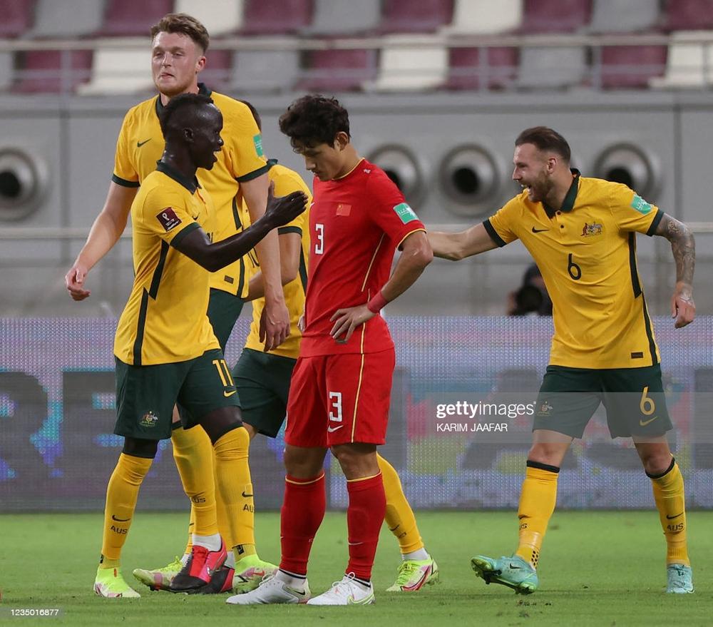Mong Việt Nam cầm cự được, chứ ĐT Trung Quốc nhập tịch 3,4 cầu thủ mà còn thua Australia - Ảnh 3.