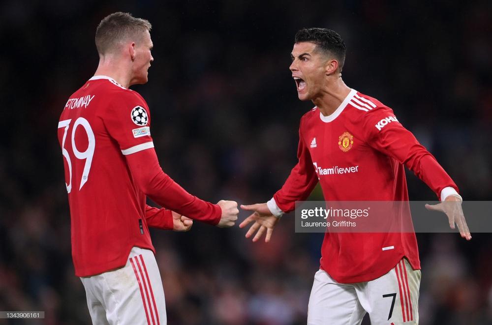 Ronaldo ghi bàn giúp Man United thắng nghẹt thở; Barcelona nhận thêm một trận thua sốc - Ảnh 3.