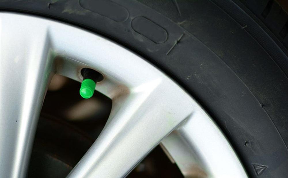 Tại sao một số người lại bơm khí nitơ vào lốp xe thay vì không khí?