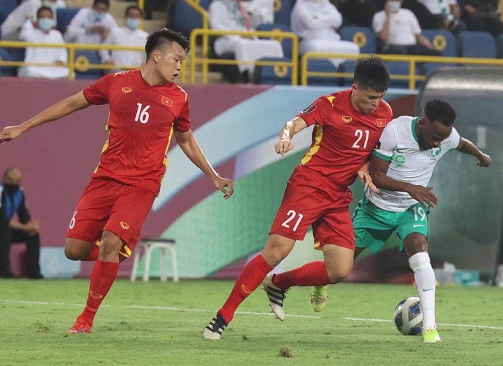 Mong Việt Nam cầm cự được, chứ ĐT Trung Quốc nhập tịch 3,4 cầu thủ mà còn thua Australia - Ảnh 2.
