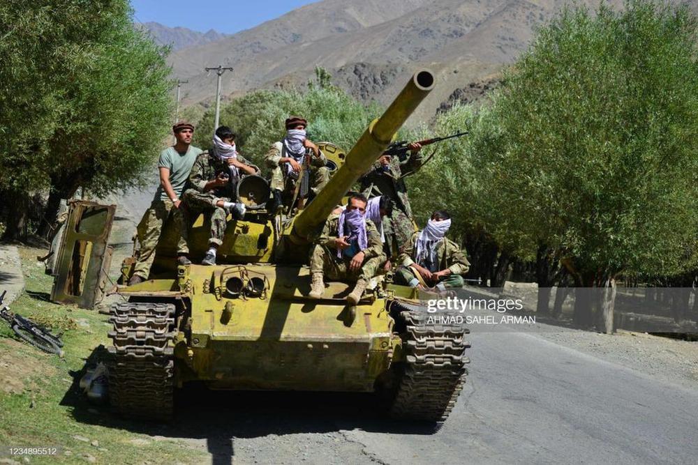 NÓNG: Taliban tung video bắt sống xe tăng địch - Có bao nhiêu T-54/55 trong Panjshir? - Ảnh 5.