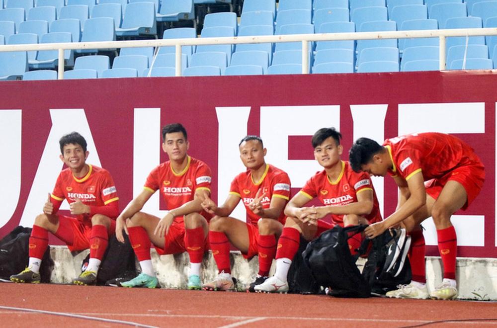 Tuyển Việt Nam về tập luyện ở sân đấu bất bại suốt 5 năm qua - Ảnh 1.