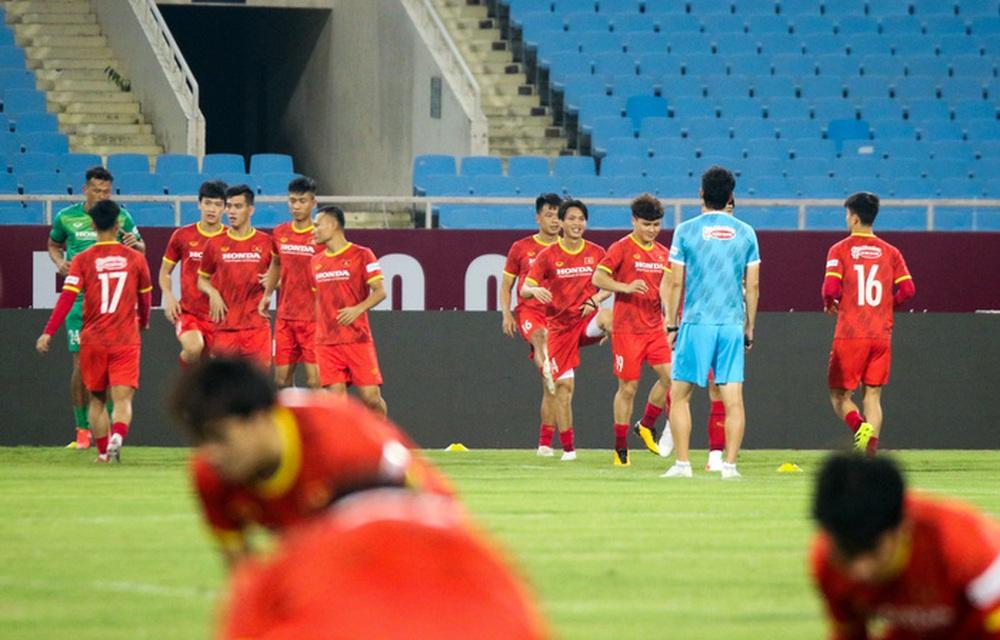 Tuyển Việt Nam về tập luyện ở sân đấu bất bại suốt 5 năm qua - Ảnh 2.