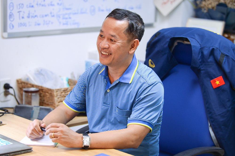 Trợ lý Lê Huy Khoa nhắc chuyện ông Lee Young-jin tối tăm mặt mũi khi dự World Cup, lên dây cót tinh thần cho tuyển Việt Nam - Ảnh 1.